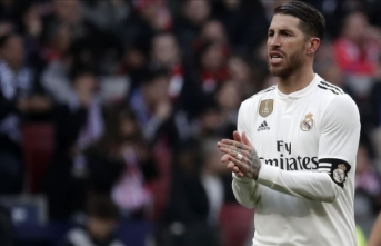 Sergio Ramos, Real Madrid'de kalıyor