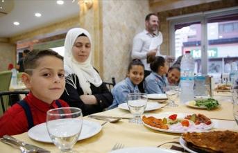 Suriyeli yetim çocuklara iftar