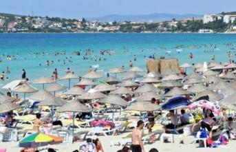 Alaçatı'da denize girmek isteyen tesettürlü kadının plajdan kovulduğu iddia edildi