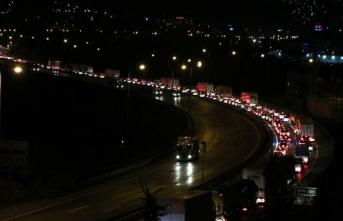 Anadolu Otoyolu'nda araç yoğunluğu artıyor