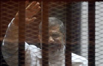 Arap dünyası Muhammed Mursi için ayakta! Peş peşe açıklamalar