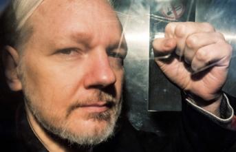 Assange'ın iade davasına erteleme