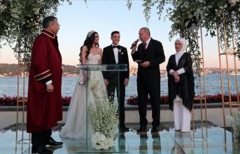 Cumhurbaşkanı Erdoğan Mesut Özil'in nikah şahidi oldu