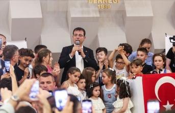 Ekrem İmamoğlu, Bayrampaşa'da vatandaşlarla buluştu
