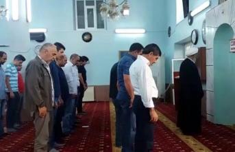 Iğdır'daki camide bayram namazı 2 kez kılındı!