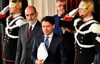İtalya'da hükümet 'şimdilik' devam dedi