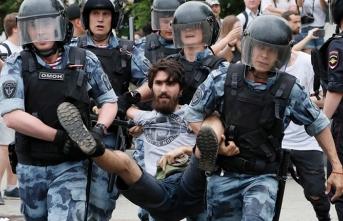 Kremlin'i korkutan protesto metroları kapattırdı