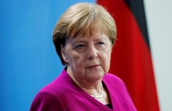 Merkel'den 'hastalık' iddialarına yanıt!