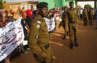 AB, Sudan'daki uzlaşıdan memnun