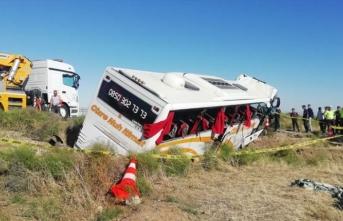 Aksaray'da yolcu otobüsü devrildi! Yaralılar var