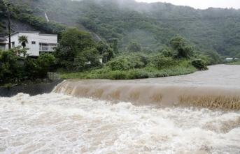 Aşırı yağış yüzünden 800 bin kişiye acil tahliye emri!