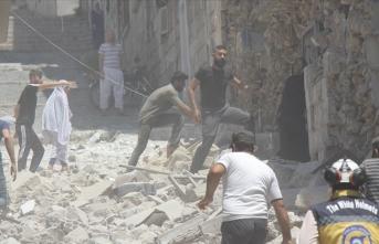 İdlib kent merkezini de vurdular: Çok sayıda ölü ve yaralı var