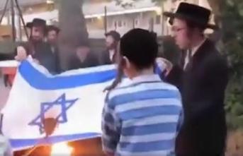 Yahudiler İsrail bayrağı yaktı