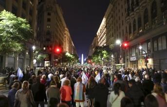 Arjantin'de halk hükümete destek olmak için sokağa döküldü!