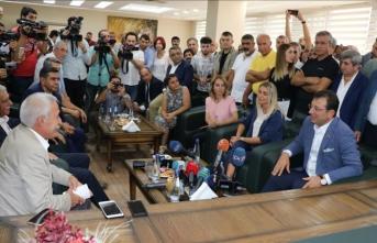 İmamoğlu, görevden uzaklaştırılan belediye başkanları ile bir araya geldi