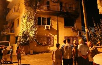 İzmir'de evde çıkan yangında buzdolabı patladı: 3 yaralı