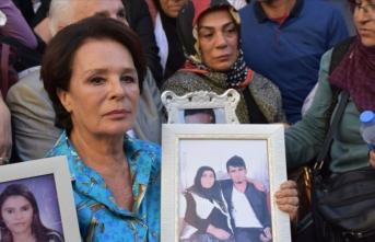 Sanatçılardan Diyarbakır annelerine destek