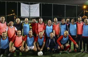 Bakanlar ve milletvekilleri futbol maçıyla stres attı