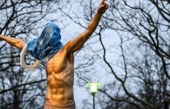 Ibrahimovic'in heykeline ırkçı saldırı!