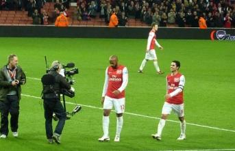 Arsenal'in başına eski yıldızı geldi!