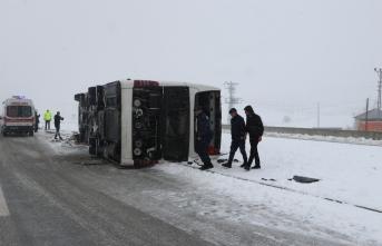Karaman'da otobüs devrildi: Çok sayıda yaralı var