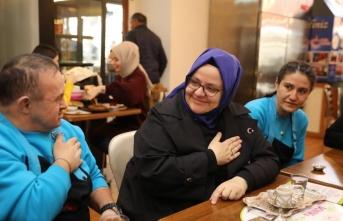 Aile Bakanı Selçuk'tan 'özel' ziyaret