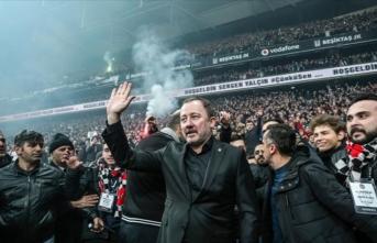 Beşiktaş'ta Sergen Yalçın için coşkulu bir imza töreni düzenlendi