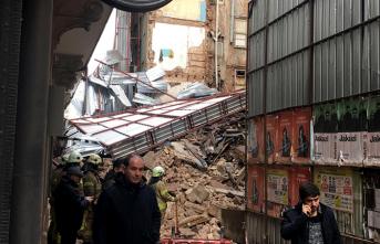 Beyoğlu'nda 5 katlı bina çöktü! Ekipler olay yerinde