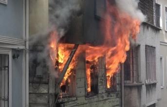 İstanbul'da 5 katlı binada yangın!