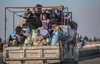 On binlerce sivil daha Türkiye sınırında!