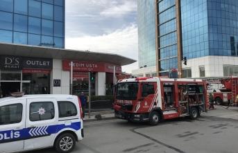 18 katlı iş merkezinde korkutan yangın!
