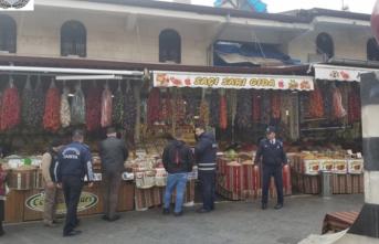 Büyükşehir zabıtasından Elmacı pazarı ve Bakırcılar Çarşısı'ndan hijyen denetimi
