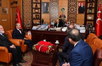 MHP'ye geçen Ereğli Belediye Başkanı Oprukçu'ya rozetini Bahçeli taktı