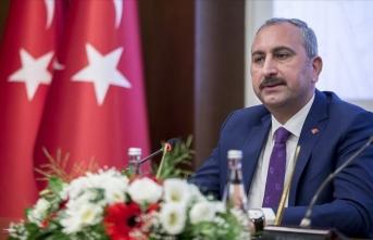 Adalet Bakanı Gül: Tüm cezaevlerindeki görüşler iki hafta süreyle ertelenmiştir