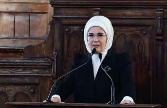 Emine Erdoğan: Dimdik ayakta kalmaya devam edeceğiz