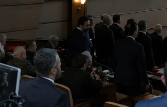 İBB Meclisi'nde skandal görüntü! İstiklal Marşı okunurken..