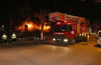 Karabük'te çıkan yangın evleri kül etti