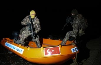 Özel harekatçıların Yunan sınırındaki devriyesi sürüyor