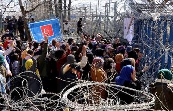 Sığınmacılardan Yunan sınır kapısının açılması için eylem