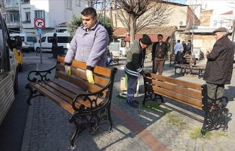 Sokaklara koronavirüs önlemi: Banklar kaldırıldı