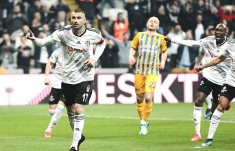 Beşiktaş derbi maç öncesi moral buldu