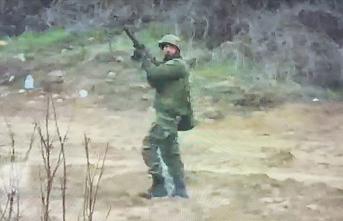 Yunan askerleri rastgele ateş açıyor