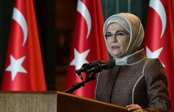 Emine Erdoğan'dan 'Elbet bir gün buluşacağız' şarkısıyla 'evde kal' mesajı