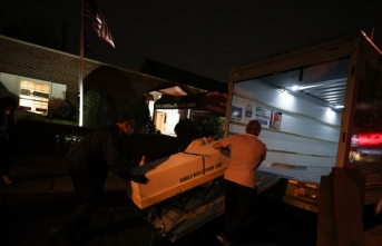 Günlerdir sokakta bekletilen kamyonlarda onlarca ceset bulundu