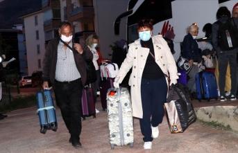 İsviçre'den getirilen 155 Türk vatandaşı yurda yerleştirildi