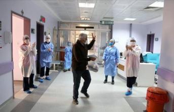 Koronavirüsü yenen 70 yaşındaki hasta taburcu edildi