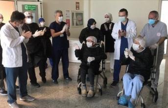 Kovid-19 tedavisi gören 87 yaşındaki 2 hasta şifa buldu