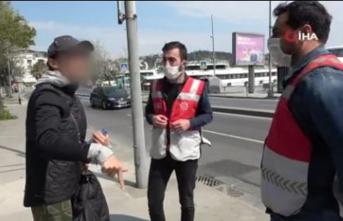 Sahilde yürüyüş yapan kadından polise 'pes' dedirten sözler!