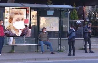 Utandıran manzara: Sağlık çalışanına otobüs yok