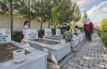 """Dürümlü'de evlatları katledilen annelerin hüzünlü """"Anneler Günü"""""""